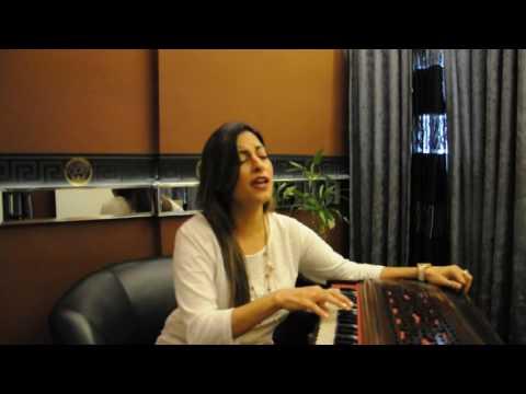 Preety Bhalla Singing BADA NATKHAT HAI RE