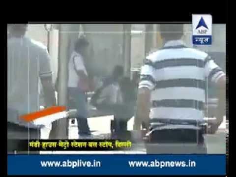 Ye Bharat Desh Hai Mera: See what Delhi people do when a man threw garbage on a bus stand