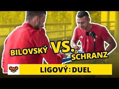 Duel: Frederik Bilovský a Ivan Schranz hrají cvrnkací fotbal