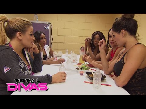 Brie Bella is concerned for her dog Josie's well-being: Total Divas Bonus Clip, January 25, 2015