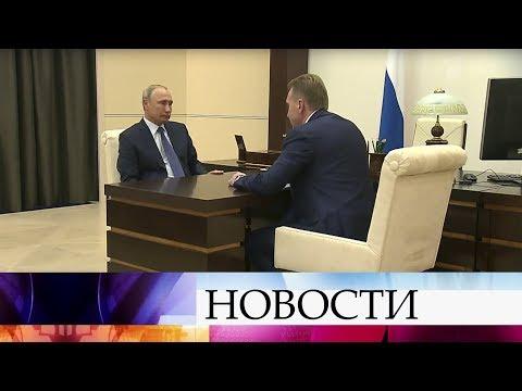 Владимир Путин провел рабочую встречу с председателем Внешэкономбанка Игорем Шуваловым.