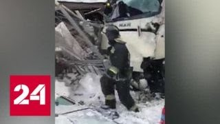 Следствие выясняет причины столкновения поезда и автобуса в Ленобласти - Россия 24