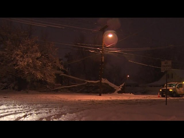 Nor'easter cuts off power to hundreds of thousands in New England