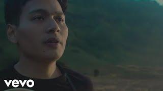 Download Lagu Rendy Pandugo - Silver Rain (Official Music Video) Gratis STAFABAND