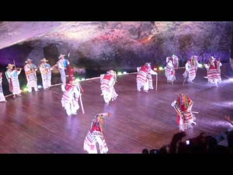 Danza de los abuelitos xcaret espectaculo nocturno youtube for Espectaculo nocturno de xcaret