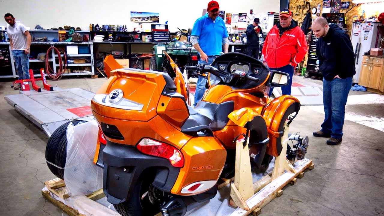 Can Am Spyder Roadster >> 2014 Can-Am Spyder RT-S Assembly & Test Ride!   ShopTalk - YouTube