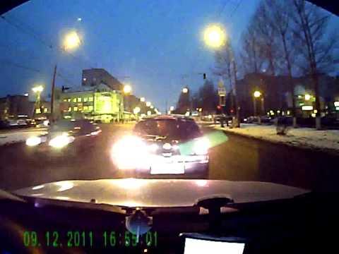 Автобус VS джип на светофоре