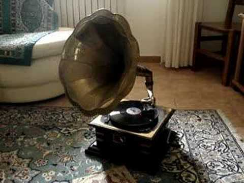 Gramophone playing The third man theme