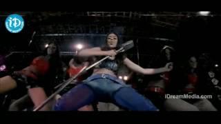 Simran wild Navel shakes in Okka magadu item song