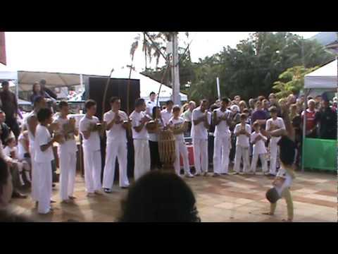 Use a Capoeira - festa das etnias.mpg