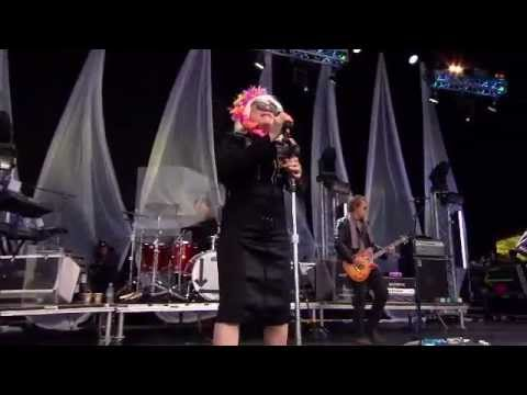 Blondie Live in London (LoveBOX 2011)  HD- Full Screen PART 1