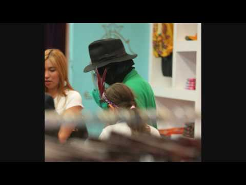 BLRockPixLA - Michael Jackson Shopping with his kids at Ed Hardy Store - 042709 - PapaBrazzi Report