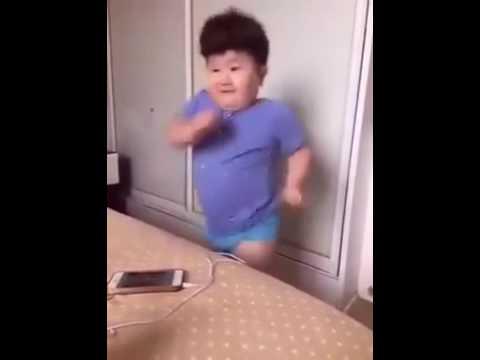 طفل صيني يرقص على نغمات مغربية في غايات روعة thumbnail