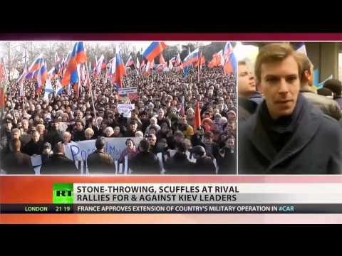 Pro- and anti-Russian demonstrators clash in Ukraine's Crimea
