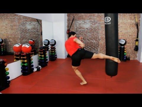 How to Do a Roundhouse Kick | Kickboxing Lessons Image 1