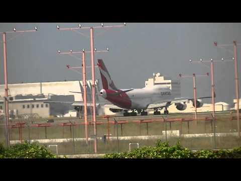 Qantas Boeing 747-400ER Takeoff & China Eastern Airbus A340-600 Landing LAX