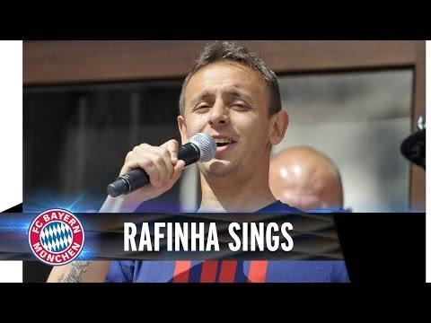 Rafinha sings, Dante laughs