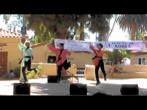 Mochi Cafe - 'Dancing Samurai' Dance Cover (Taste of Asia 2015)