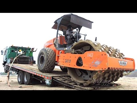 Fuso Self Loader Truck Moving Padfoot Compactor