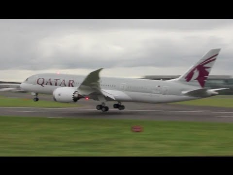 Boeing 787 Dreamliner touch and go performance at Farnborough 2012