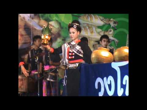 การแสดงของสาวชาวไทยกระเลิงคำเตย อำเภอเมืองฯ ในงานไหลเรือไฟนครพนม 2553 # 2