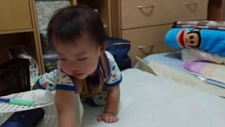 赤ちゃん 棚の中のものを引っ張り出して大暴れ 一人遊び - baby vlog