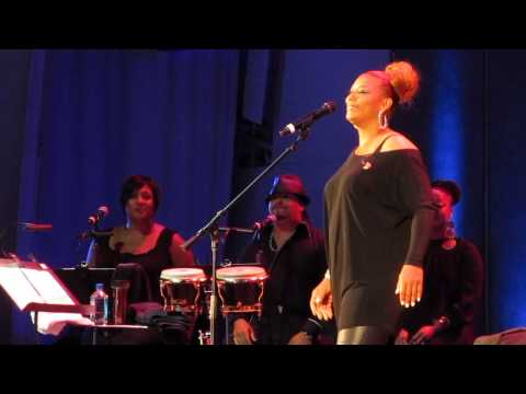 Queen Latifah, Simply Beautiful with Background Singers Reprise