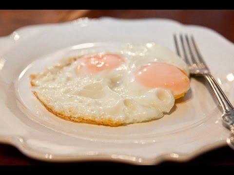 Рецепт мужской яичницы-глазуньи.