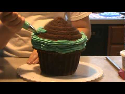 How To Decorate A Giant Cupcake Cake Youtube