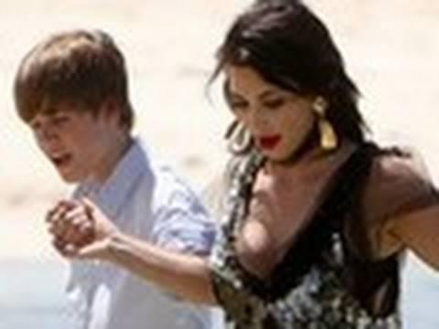 Bieber & Kim Kardashian Get Wet & Wild!