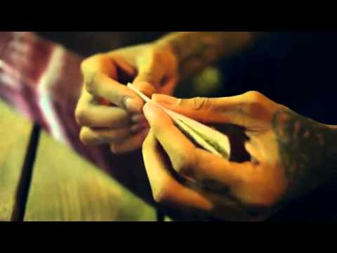 Wiz Khalifa How To Roll A Perfect joint (w) filter