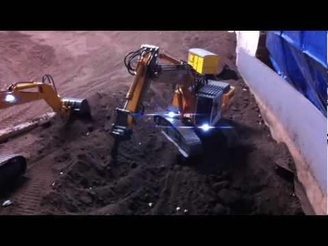 Liebherr 944B working with Ripper