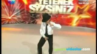 Turkish Guy Dances like Michael Jackson (R.I.P) MUST SEE!