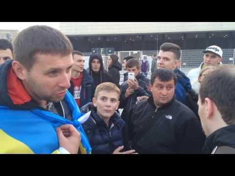 Україна   Косово  Фанати та Парасюк зустрілися біля стадіону