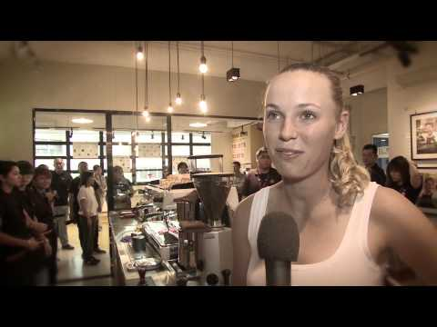 Caroline Wozniacki & Kirsten Flipkens take a coffee break