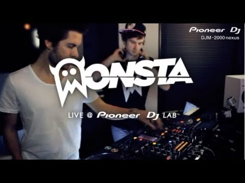 DJM-2000nexus with MONSTA performing 'Messiah'