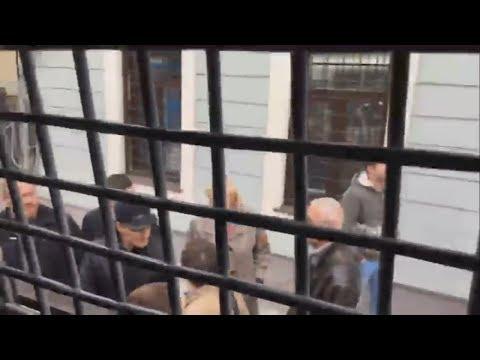 Стрим из автозака. Задержаны протестующие около офиса Youtube в Москве