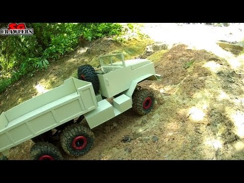 RC trucks offroad The steep hill climb - 16 trucks at Tampines Quarry - Devil's Backbone