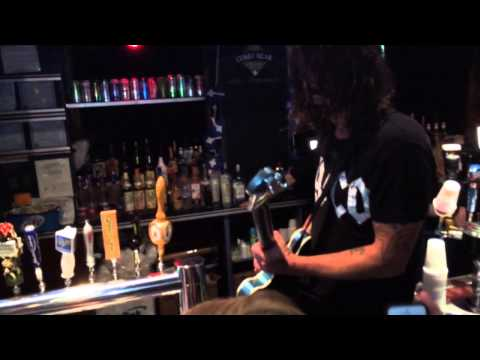 Dave Grohl Jamming on the Bar! (Foo Fighters at Cubby Bear 10/17/14)