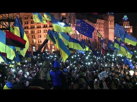 Pro-EU campaigners keep rallying as EU fails to lure Kiev