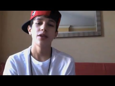 Mahomie Madness in Chicago - 1000 fans show up at meet and greet for Austin Mahone - vid 2