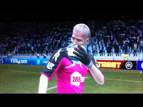 Jussi Jaaskelainen eats a football!