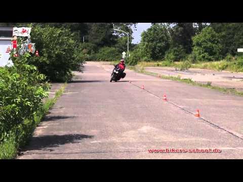 Langer Slalom - Motorradführerschein Grundfahraufgabe
