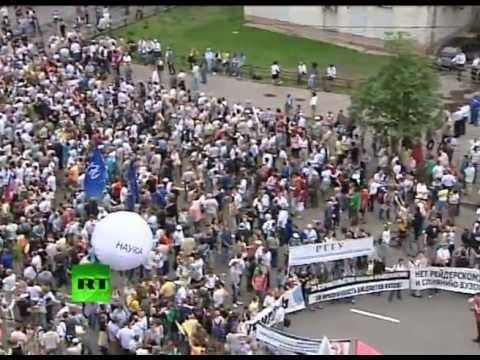 Video: Tens of thousands in 'March of millions' Moscow protest