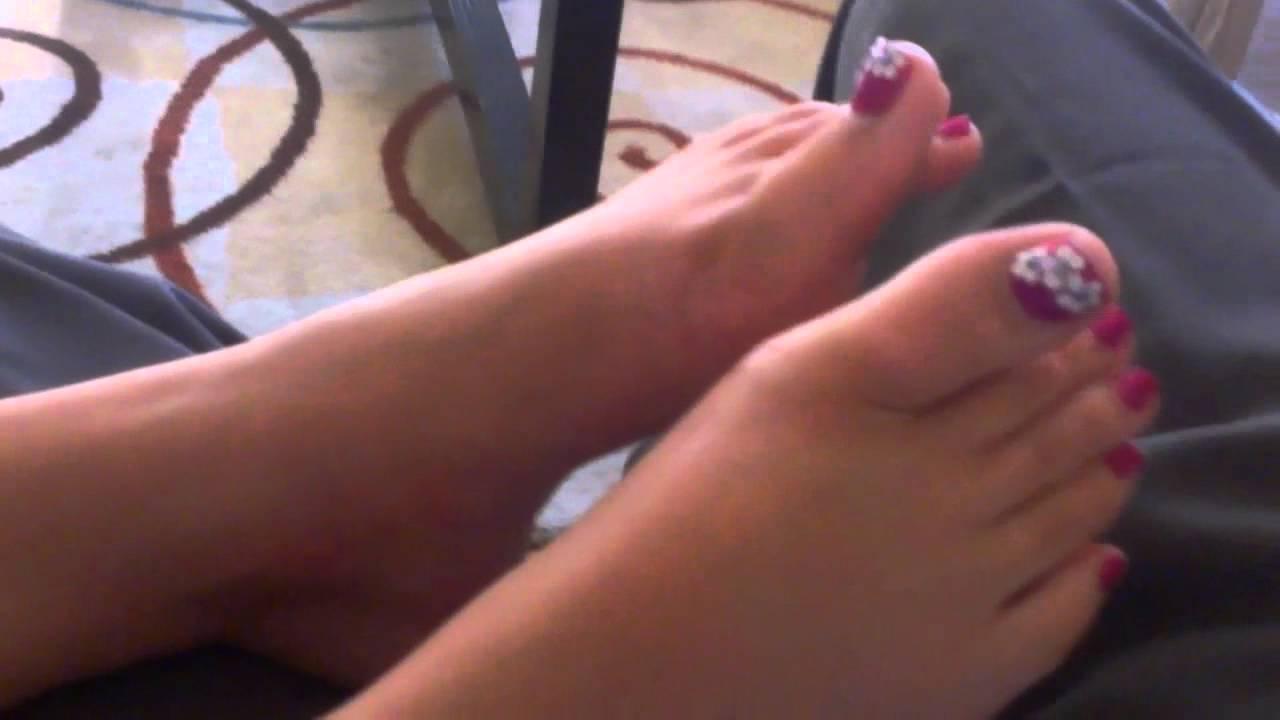 Sexy long wiggling toenails