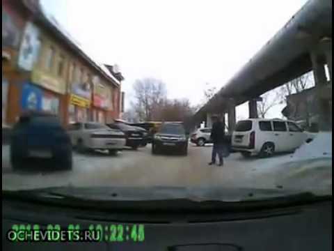 Бандиты на мэрсах устроили беспредел на дороге