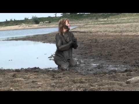 Femke in pullover in the mud