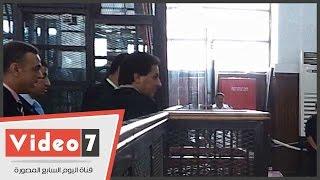 بالفيديو.. قاضى «أحدث قسم بنها» يأمر بإخراج محسن راضى من قفص الاتهام