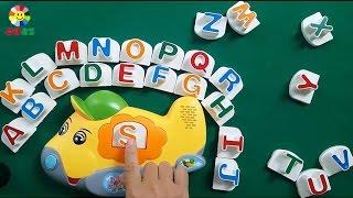 Bé học 26 chữ cái tiếng Anh qua đồ chơi ghép chữ phát âm