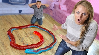 20 Foot Giant Gummy Snake Challenge DIY Giant Gummy Worm Candy!!